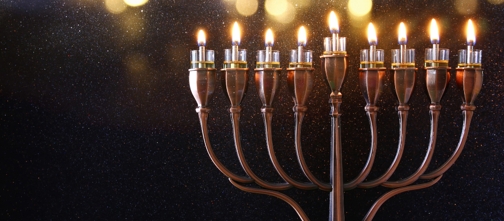 how many candles for hanukkah