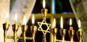 how to light hanukkah candles